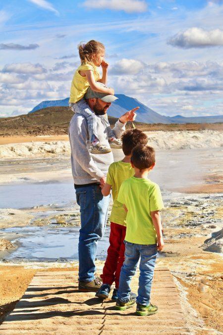 islande-zou_Devant les mares de boue acides du Námafjall